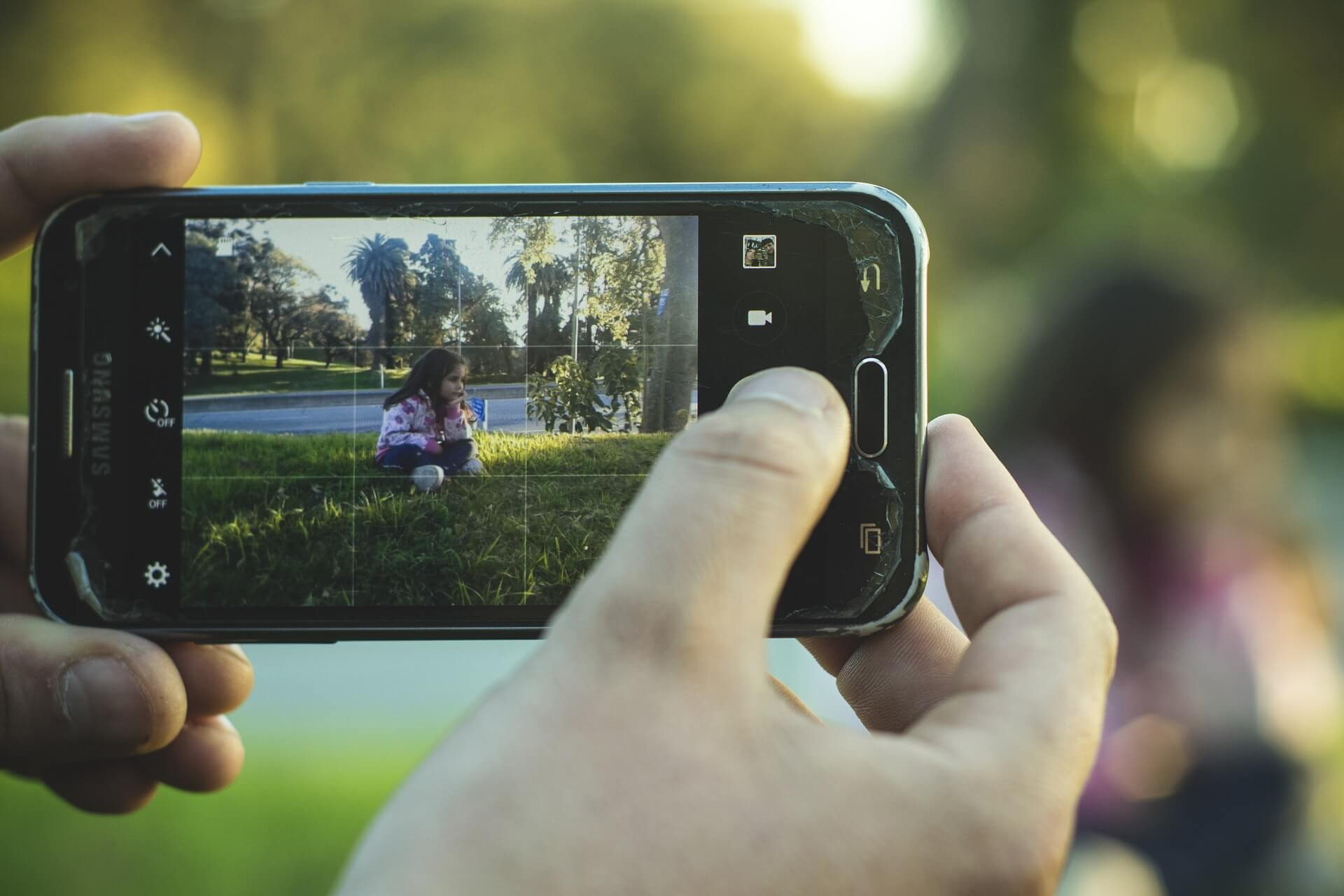content/en-global/images/repository/isc/2020/is-it-safe-to-post-photos-of-your-kids-online.jpg